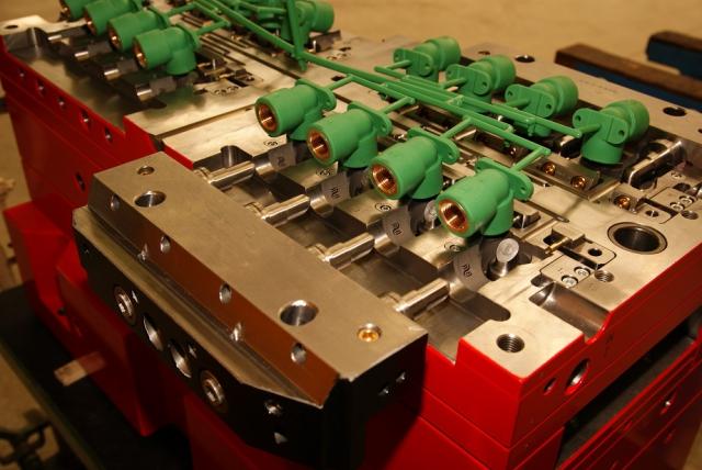 Moldes de moldeo por inserción Ramix | Polimaq